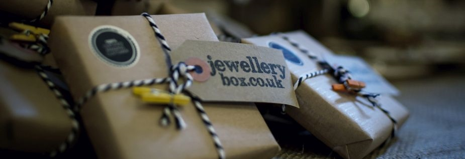 https://www.jewellerybox.co.uk/images/jewelleryboxuk%20about%20us.jpg