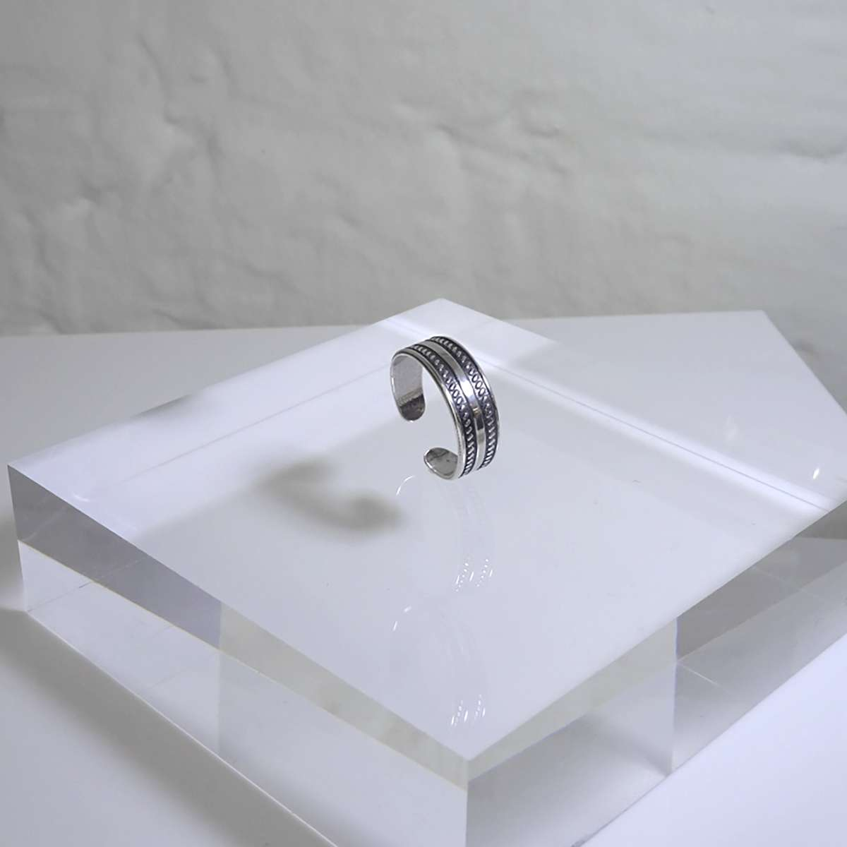 Alterative image for Sterling Silver Plain Twisted Oxidised Toe Ring