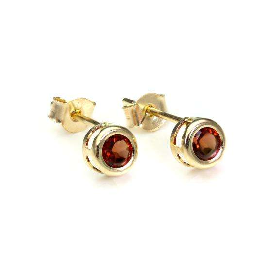 9ct Yellow Gold Garnet 4mm Stud Earrings
